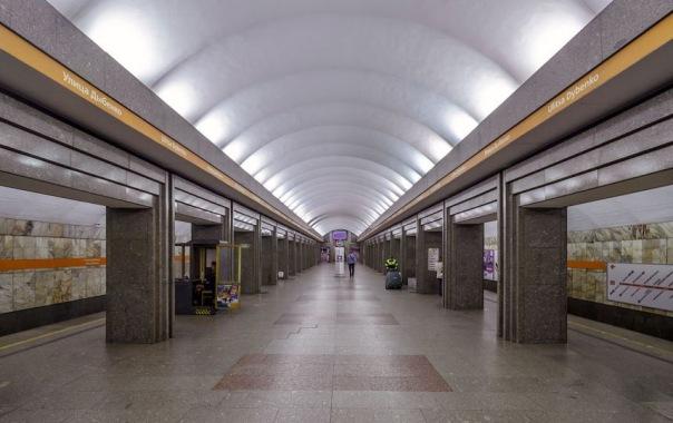 Две станции четвёртой линии метро в Петербурге закрывали из-за коробок