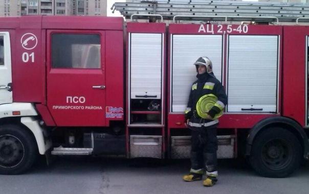 Пожар на улице Мира в Петербурге ликвидировали 10 спасателей