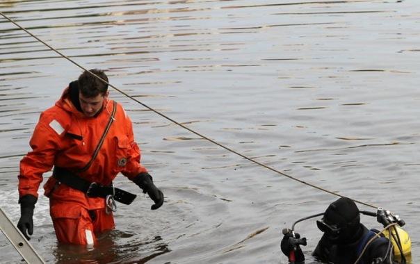 Женщина упала в Обводный канал в Петербурге