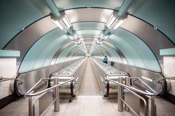 12 станций петербургского метро оборудуют движущимися тротуарами
