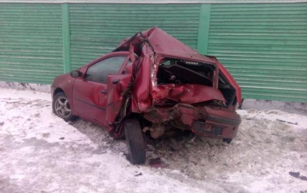 Иномарку смяло в ДТП с маршруткой на Волхонском шоссе
