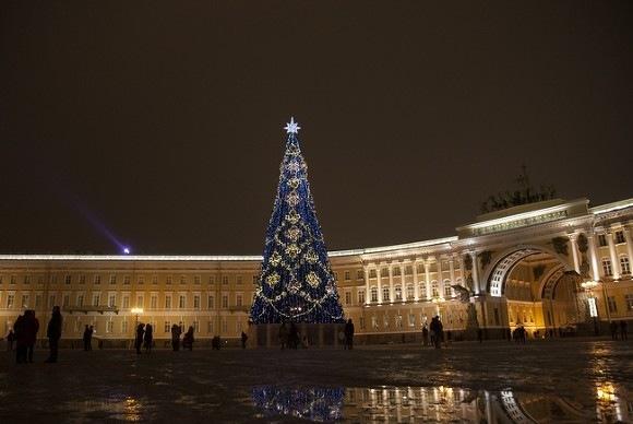 В новогоднюю ночь отдыхающие оставили в центре Петербурга более 160 кубов мусора