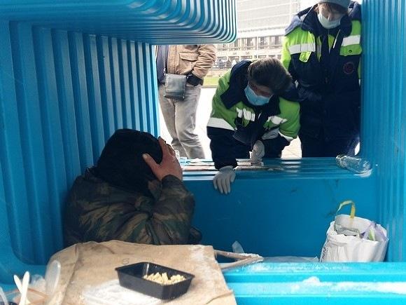 Из-за морозов во всех районах Петербурга открыли пункты обогрева