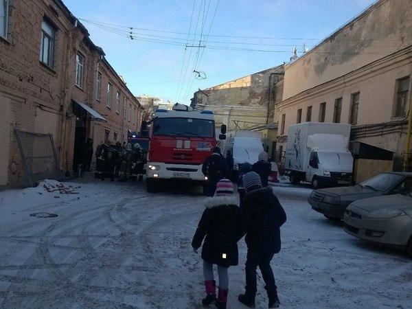 В Петербурге на Ленфильме детей эвакуировали с новогодней елки