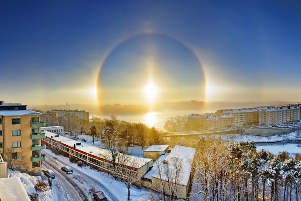 Жители Петербурга наблюдали зимнюю радугу в небе над городом
