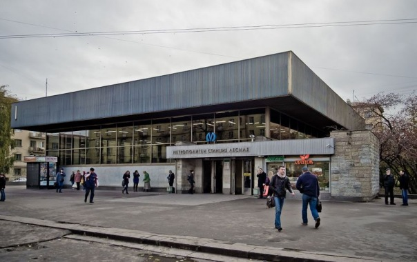 Станцию петербургского метро Лесная закроют на 11 месяцев