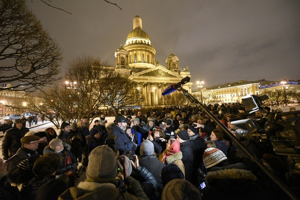 На Исаакиевской площади прошел сход против передачи собора РПЦ