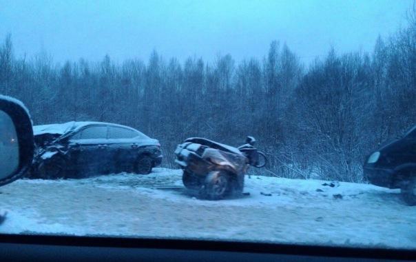 В ДТП на Пушкинском шоссе под Петербургом ВАЗ разорвало на части