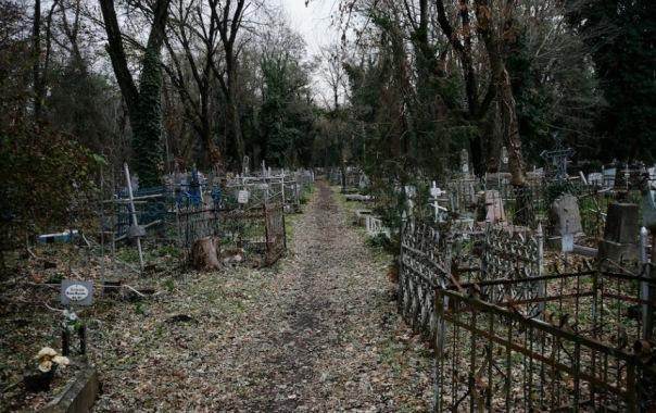 Детям Петербурга запретят гулять по кладбищам