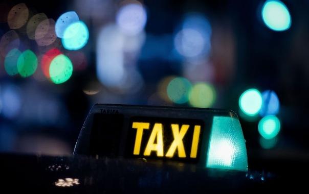Таксиста заперли в багажнике двое пассажиров под Петербургом
