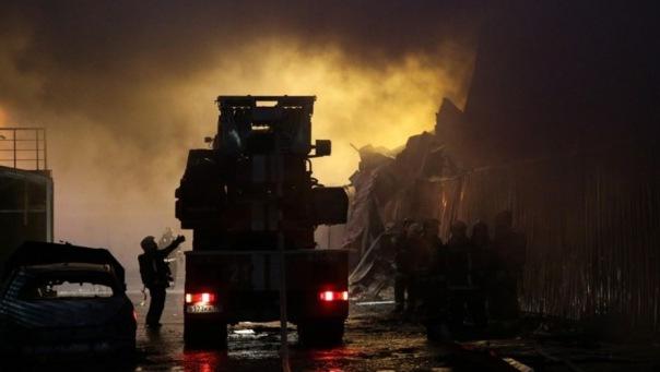 В Петербурге при пожаре на проспекте Ударников эвакуировали 10 человек