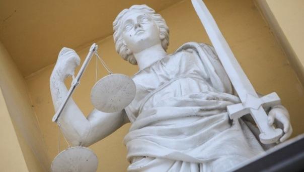 Мужчина назвал 12-летнюю дочь еретиком и отказался платить алименты