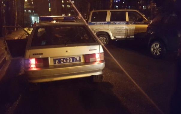 В Петербурге автомобиль с людьми обстреляли из пневматического оружия