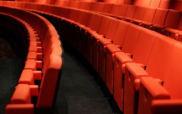 Петербуржцы смогут посмотреть спектакли бесплатно