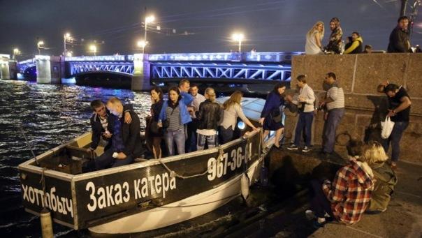 Дворцовый и Троицкий мосты с 10 апреля будут разводить на 15 минут раньше