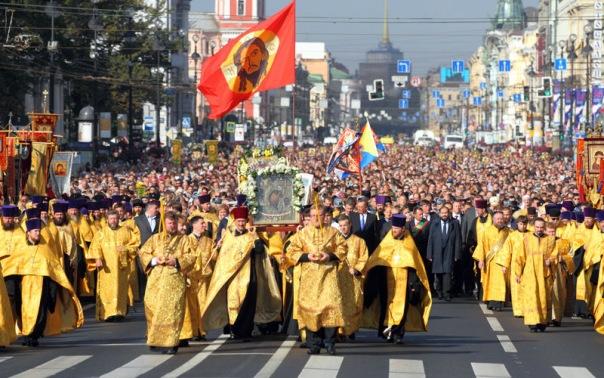 Движение в центре Петербурга ограничат из-за крестного хода