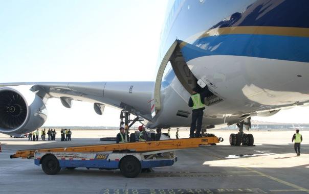 В Пулково трап повредил самолёт китайской авиакомпании