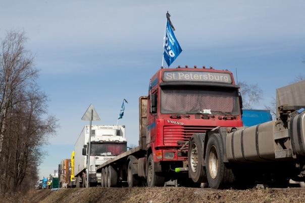 В Петербурге задержали участников акции в поддержку дальнобойщиков
