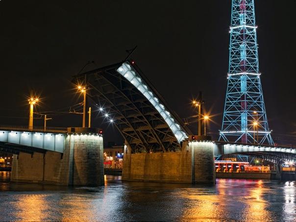 В ночь на среду разведут Кантемировский мост в Петербурге