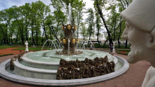 В Летнем саду 9 мая устроят показ мод 1945 года