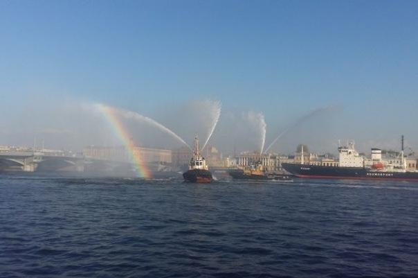 Фестиваль ледоколов в Петербург завершился вальсом буксиров
