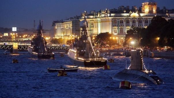 Прибывшие в Петербург для участия в параде ко Дню Победы корабли покинули город из-за эсминца США