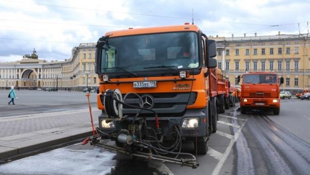 В День Победы на улицы Петербурга выйдет работать тысяча дворников
