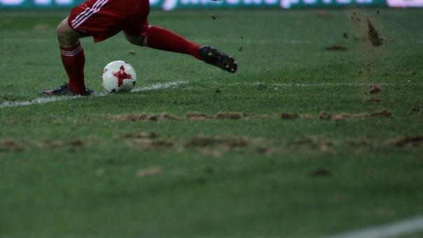 На стадионе на Крестовском острове в Петербурге начали срезать газон