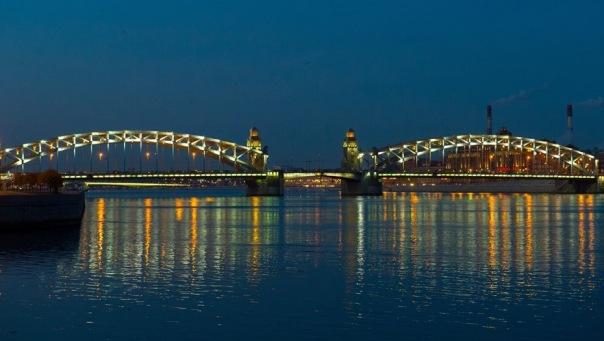 В Петербурге еще два моста оснастили QR-кодами с аудиогидами