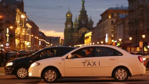 Петербургские такси покрасят в белый цвет
