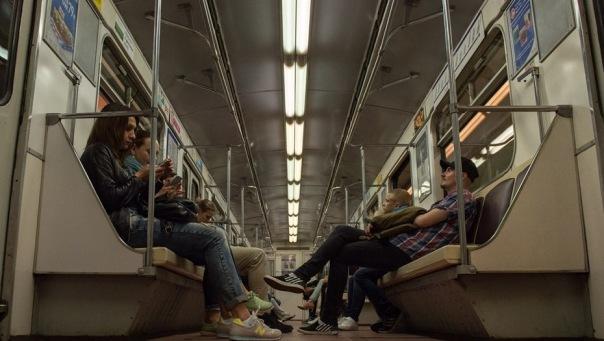 С сегодняшнего дня в метро Петербурга появился бесплатный Wi-Fi