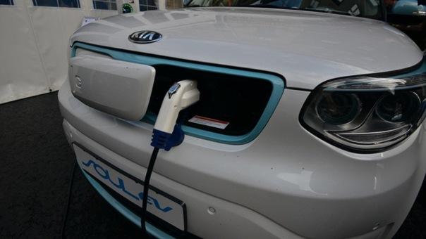 15 бесплатных электрозаправок появилось в Петербурге