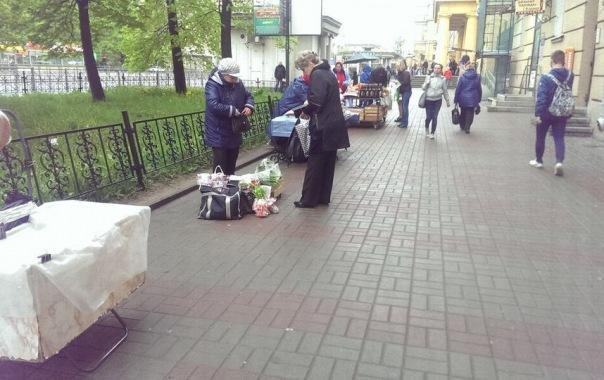 Петербуржцы возмущены, что власти не препятствуют торговле с рук