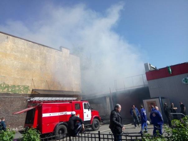 В Адмиралтейском районе горело помещение ангара на Курляндской