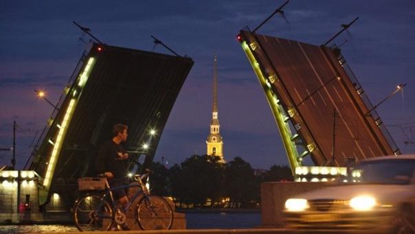 Биржевой мост с 16 июня будут разводить дважды за ночь