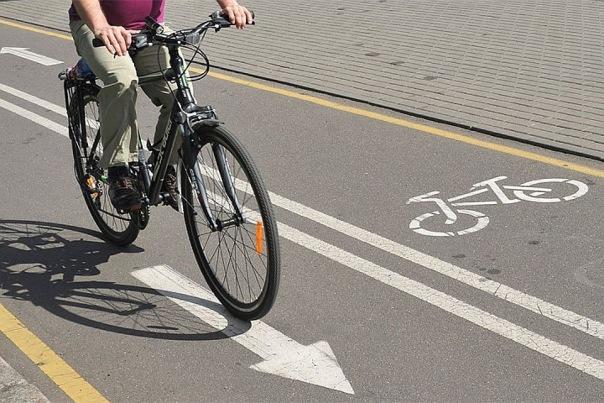 В Петербурге спроектировали три велодорожки - парковок станет меньше