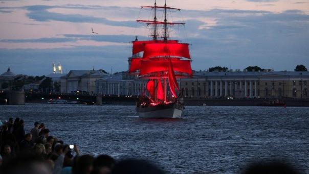 Следить за порядком на Алых парусах в Петербурге будут 2 тыс. силовиков