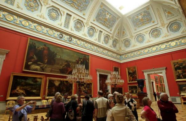 В музеи Петербурга и Москвы можно будет сходить по единой карте